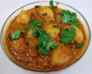 Dum Aloo (Baby potatoes in yogurt gravy)01