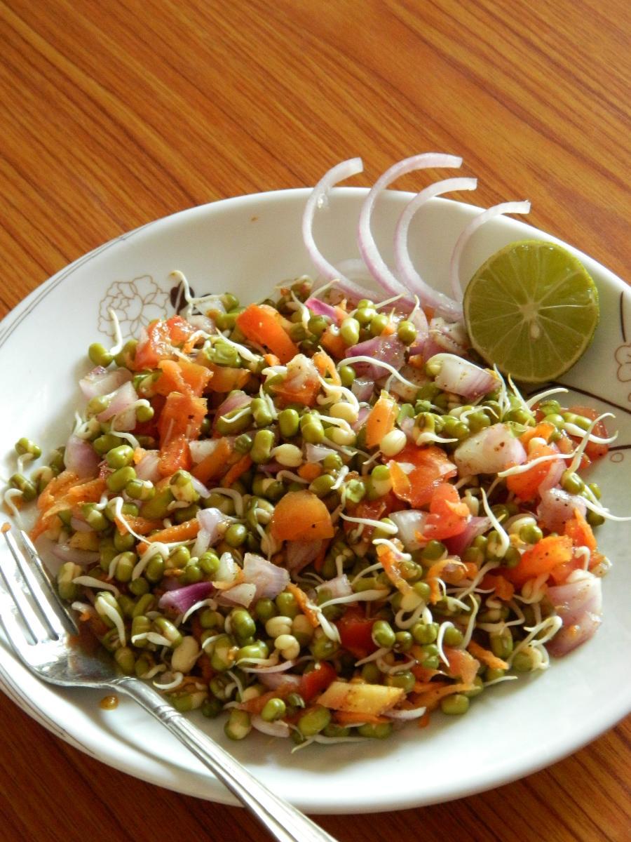 अंकुरित मूंग दाल के सलाद की रेसिपी   Sprouted moong daal salad recipe in  Hindi   Ankurit moong daal ke salad ki vidhi   रेसिपी   Recipe in Hindi    Nishaindia.com